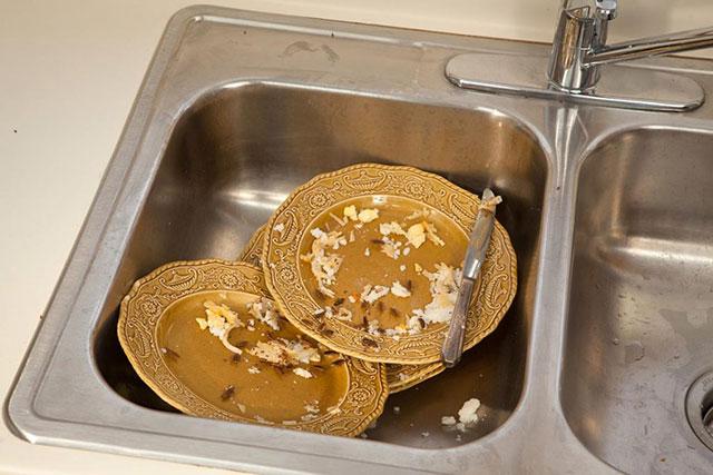 Обязательно нужно мыть посуду сразу после еды